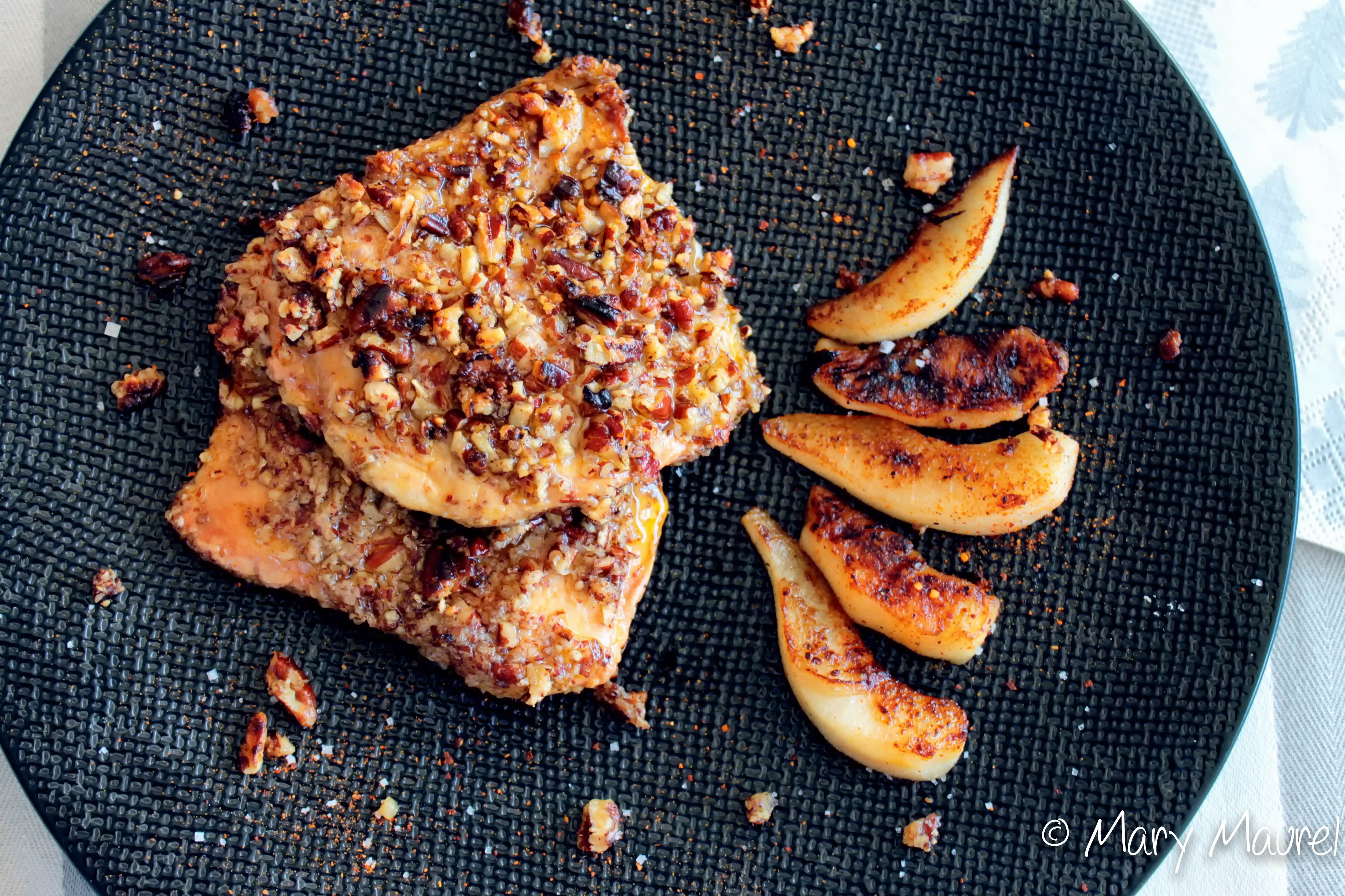 Escalopes de foie gras panées aux noix, poêlée de pommes et poires
